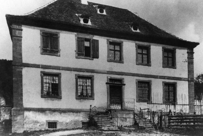 La maison du portail peinture with la maison du portail for Vendeur de maison